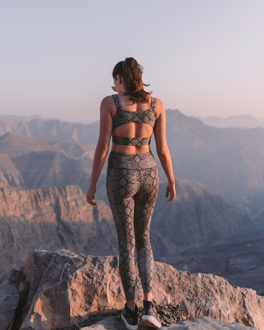Snake is in! How gorgeous is this fitness wear by Varley?! Shot in the beautiful mountains of Jebel Jais in Ras al Khaimah #varley #invarley #ShopStyle #MyShopStyle #LooksChallenge #ContributingEditor #Holiday #Fitness #Lifestyle