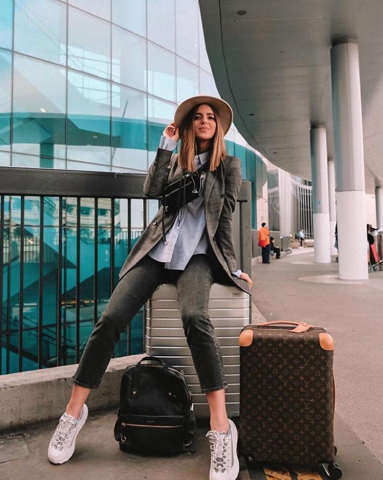 Headed to NYC today! #byeee #whatiwore #ootd #travelblog #travelblogger #blogger #pinterest #inspo #fashionblogger #fashionblog #instablog #instafashion #outfitinspo #instastyle #ootdmagazine #igstyle #styleblogger #instagood #personalstyle #wiw #igfashion