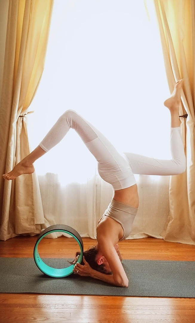 ogagirl #yogapractice #shopsytel #shopthelook #springyoga #myshopstyle #weartogym #practice #scorpionpose #progress #meditate