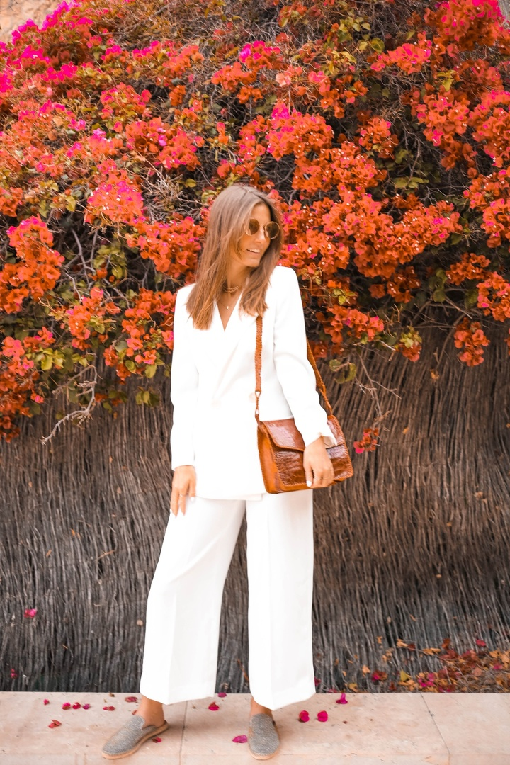 White Suit  #SummerStyle #SpringStyle #WeddingGuestLooks #BeachVacation #BirthdayParty #WearToWork #WeekendLook #DateNight #OOTD