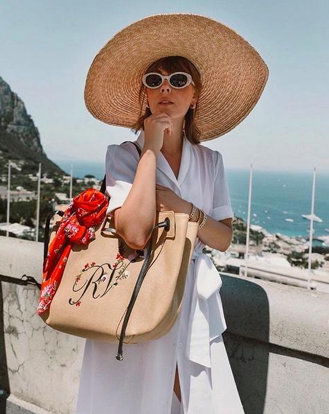 Channeling 1960's La Dolce Vita ❤️ @rogervivier #capri #italianriviera  #SummerStyle #TravelOutfit