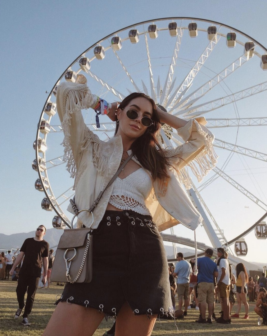 Ready for sun downnn 🎶🎡 wearing #grlfrnddenim via #revolve #revolvefestival #WeekendLook #TravelOutfit #SummerStyle #ShopStyle #shopthelook #MyShopStyle #OOTD #FestivalLooks #SpringStyle #revolve #rayban #chloe #musicfestival #coachella #revolvefestival #grlfrnddenim