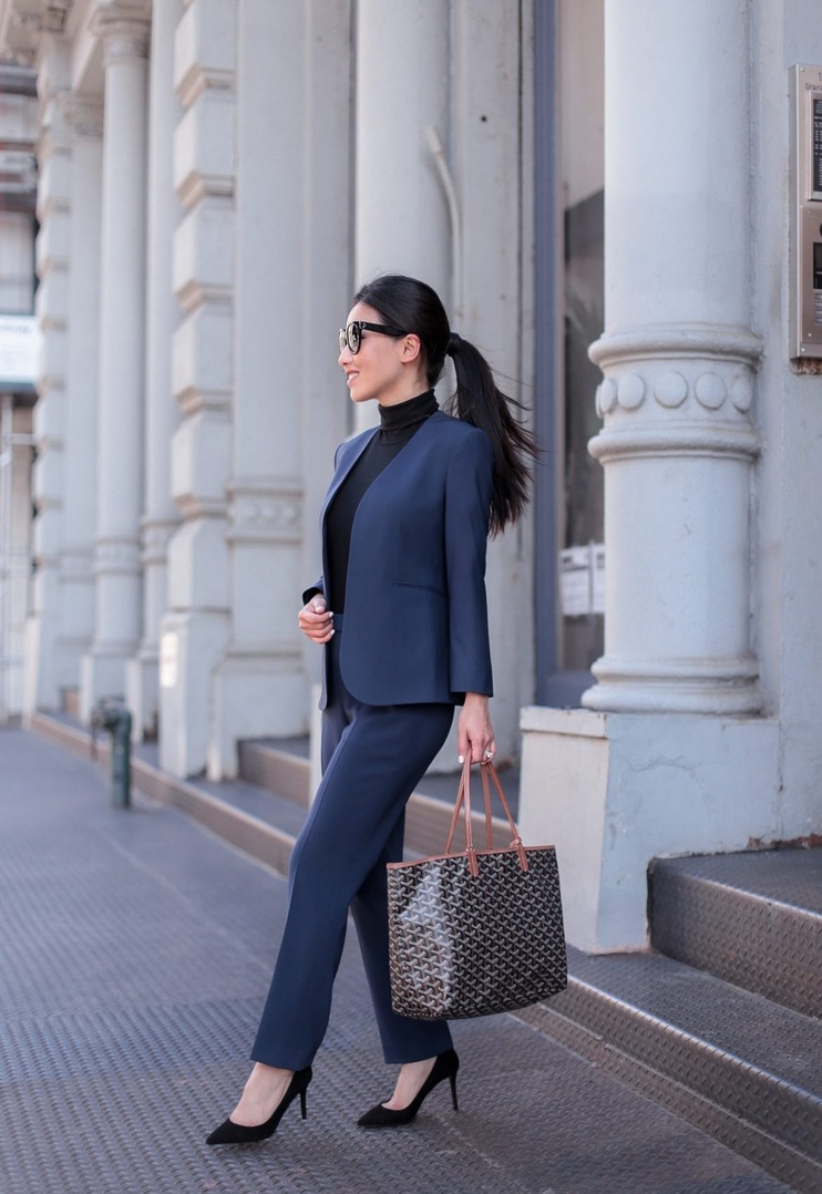lim blazer fits me perfectly without alterations and has a coordinating pencil skirt! #sponsored #suit #nyc #GoodWoolByTheory