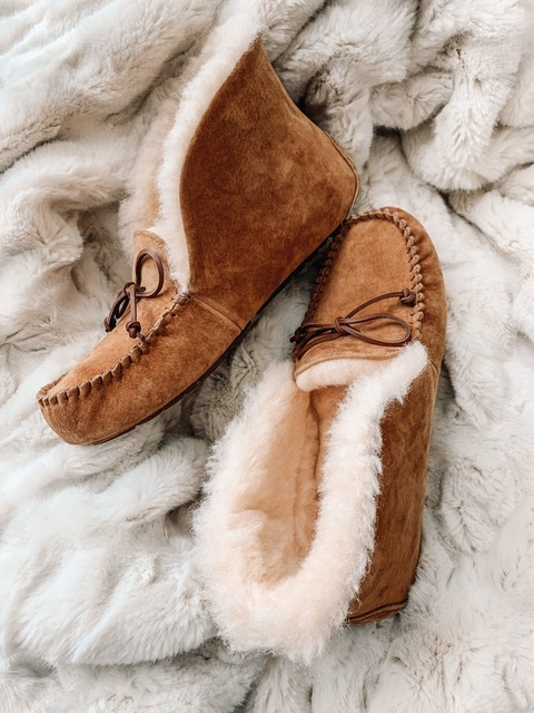 per form!!! These UGG slippers are divine...and would make the perfect gift this holiday! @macys @ShopStyle #macys #macyslove