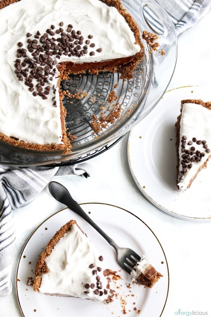 and topped with sweetened coco whip and chocolate chips.  #shopmykitchen #mykitchen #easyrecipe #baker #chocolatepie #Flatlay