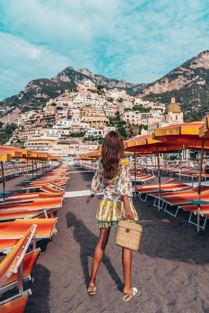 A bit of cliché but I never get tired of this view ⛱💛 #positano #love #travel #beach #shopthelook #SummerStyle