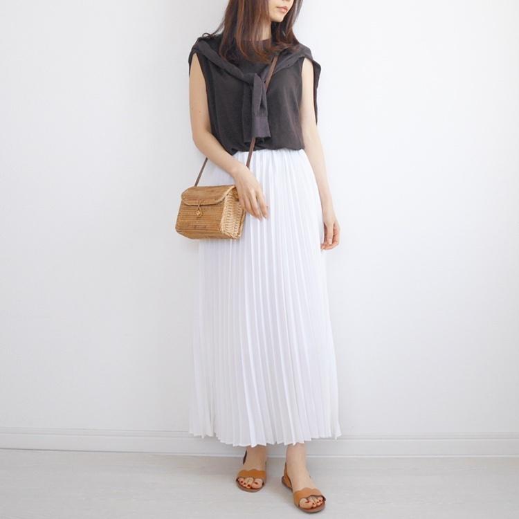 *** *2019.5.11* * * * いつもご覧くださりありがとうございます☺︎ . @beautyandyouth_official で買ったリネンノースリーブと無印のリネンカーデの色味が似てる😳 セットで着るとツインニットみたい✨ 白のプリーツスカートで「清潔感」をプラス。 . プロフィールページURLからチェックできます☑️ . ぜひご覧になっていただけたら嬉しいです🙏✨ . @shopstylejp . #sscollectivejp #sslooksjp #shopstylejp #pr  #instafashion #fashion #igfashion #instagood #赞 #时装 #我的最愛 #照片 ootd #mineby3mootd #arine_ootd #ponte_fashion #sherylootd