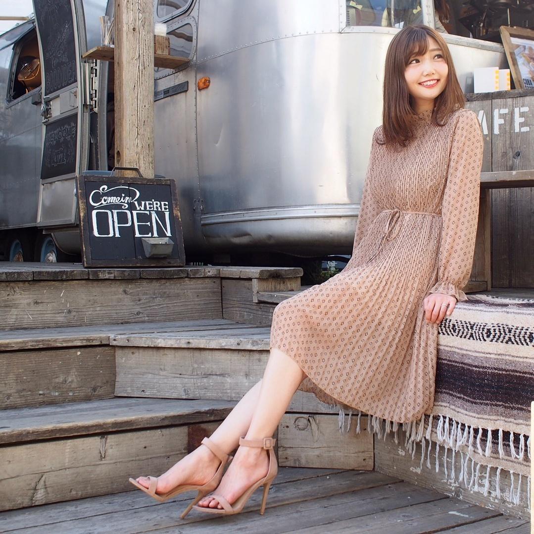 #昨日のコーデ⠀ ⠀ Valmuer ( @valmuer_official )の #レトロプリーツワンピ(ベージュ) ⠀ ちょっとビンテージっぽいデザインと、繊細なプリーツのゆらゆら動くシルエットがお気に入りです♡ *----*----*----*----*----* #valmuer #valmuer_official #outfit #dress #japanesefashion #omotesando #sscollectivejp #pr #sslooksjp #shopstylejp #ヴェルムーア #プリーツワンピース #コーデ #コーディネート #ワンピース #大人コーデ #大人かわいい #大人かわいいコーデ #大人可愛いコーデ #大人ガーリーコーデ #大人ガーリー #大人フェミニン #大人フェミニンコーデ #ワンピースコーデ #ワンピ #ベージュワンピース #ベージュコーデ #サンダル