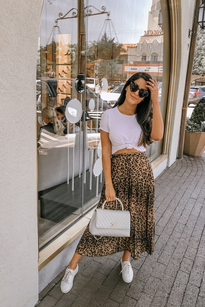 Leopard is here to stay #ootd #shopthelook #ShopStyle #SpringStyle #leopardskirt #leopardskirtoutfit #chicoutfit #casual #skirt #gucci