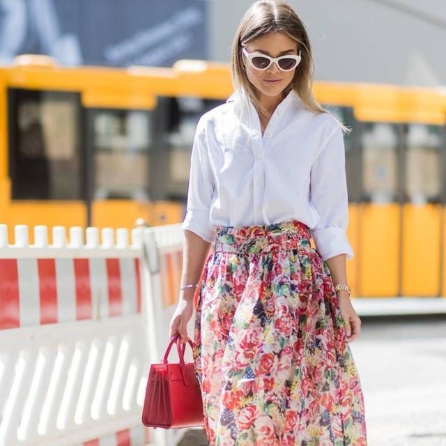 streetstyle #blogger #bloggerfashion #fashionweek #fw2017 #sunglasses #floralmidiskirt #midiskirt #whitepolo #satchel #floral