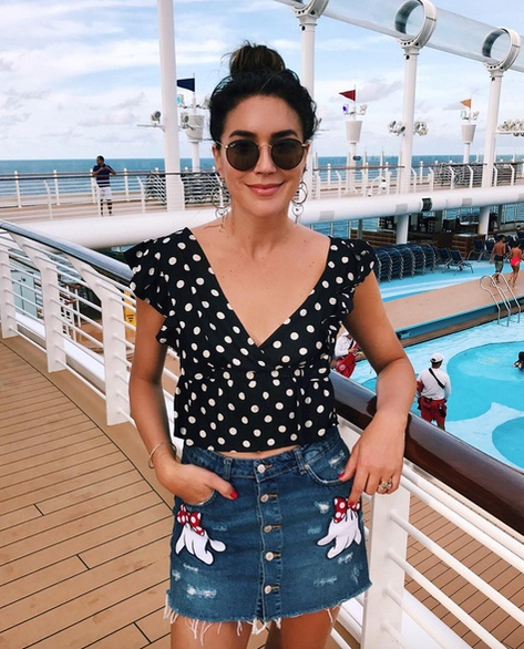 Sailing away! 🚢 Ready to make some fun family memories over the next 10 days! ☀️🏝   #disneycruise #summerstyle #ootd #springstyle #lookoftheday #getthelook #rayban #polkadots #wrapfront #blouse #denimskirt #buttonskirt #disney