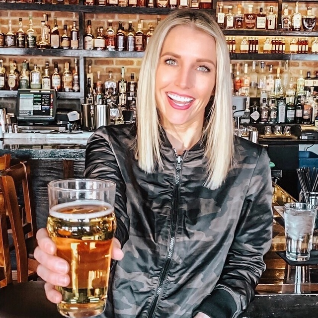 ashionblogger #ootdfashion #ootdinspo #springfashion #ootd #instafashion #camojacket #bomberjacket #mondayvibes #beer #cheers