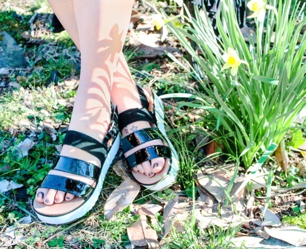 Fashion Look Featuring UGG Sandals and