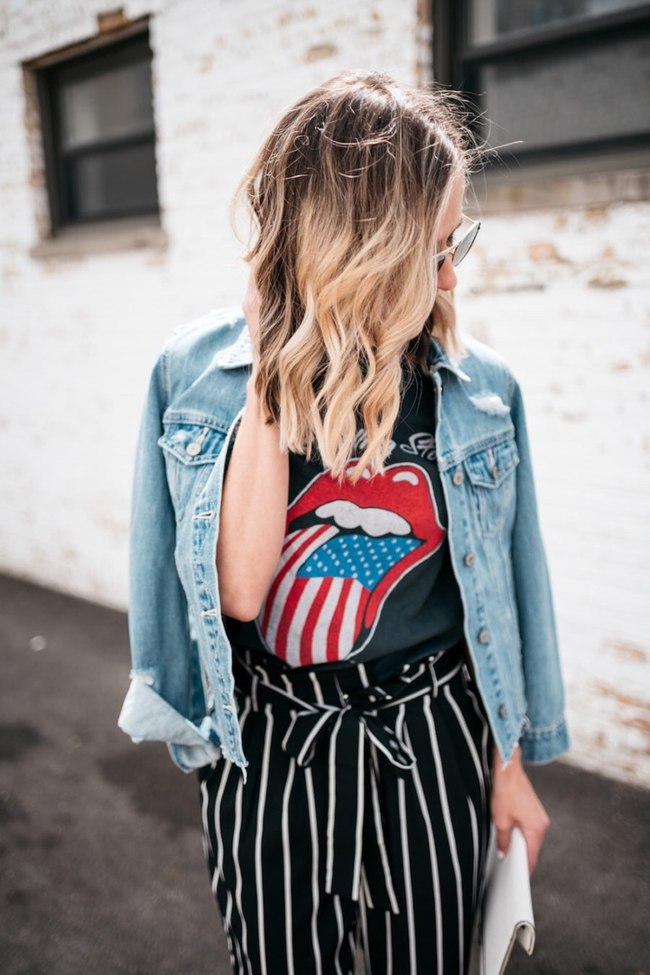 Still feeling patriotic 🇺🇸 ALSO. I found a verrrrry similar denim jacket to this one (which sold out in like 6.4 seconds). And it's less than $40! Shop it all at the link in my bio 🖤 #ShopStyle #shopthelook #SummerStyle