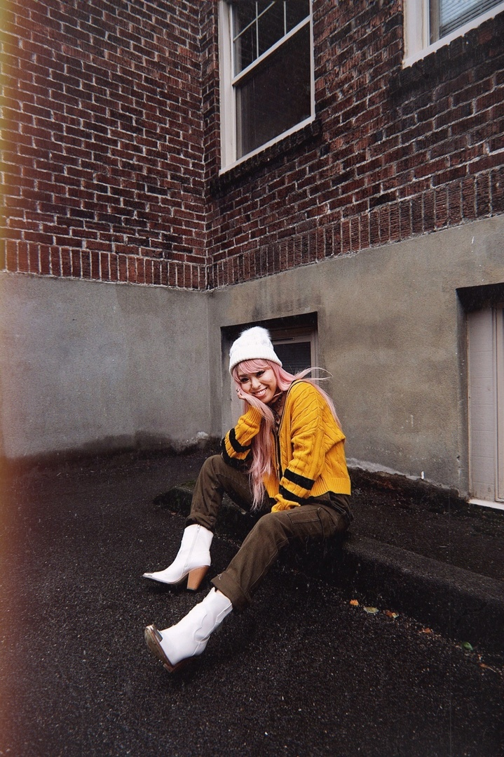 cardgian #beanie #beanieweater #whitebeanie #yellowcardigan #streetsnap #seattle #bloggerstyle #japansestyle #aikaslovecloset