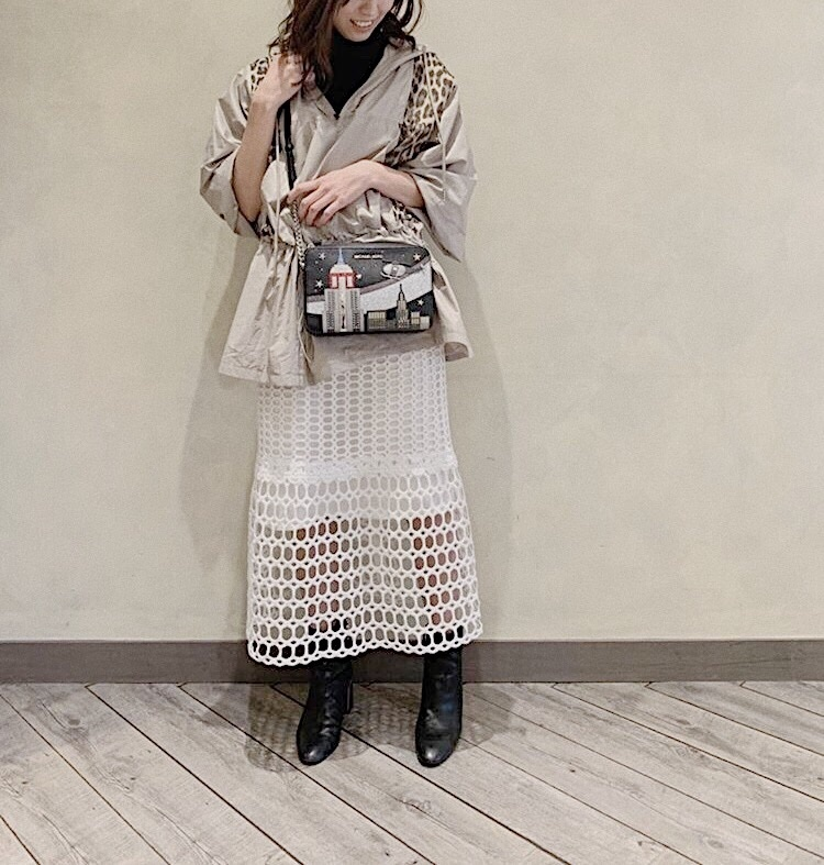 tops : #UNIQLO outer : #outrosol  skirt : #IENA boots : #ZARA bag : #MICHAELKORS