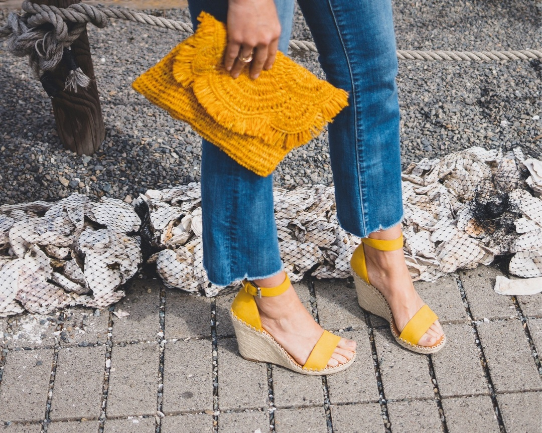 Today on Emerald Twist 💚 10 pieces that will instantly refresh your Spring wardrobe! ☀️ #springaccessories #springlook #springstyle #wedges #yellow #colorfulbags #springlayers