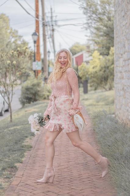 #romanticstyle #blush #lace #floralprint #miniskirt #ruffleskirt #pearl #basketpurse #vintagestyle #vintage #falllook #pastel