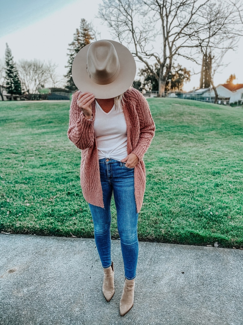 Look by Stacy Brown featuring Urban Outfitters UO Flat Brim Felt Fedora Hat