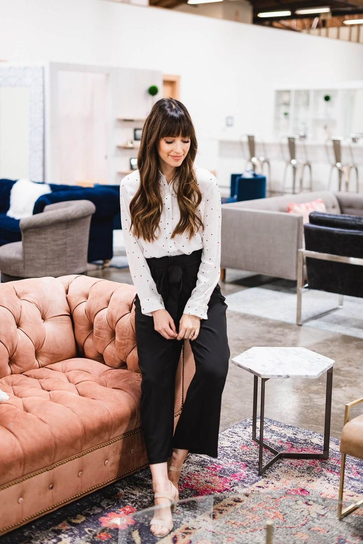 I love this classic workwear outfit from Trunk Club and Nordstrom! The black pants with white blouse make for a classic outfit. But I love that they both had pretty details! #nordstrom #trunkclub #work #office #classicstyle