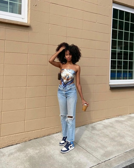 yle #bloggervibes #styledaily #stylebook #ootd #lotd #LooksChallenge #MyShopStyle #ShopStyle #Winteryle mom jeans - scarf top