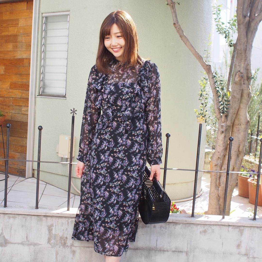 #今日のコーデ⠀ ⠀ 日中は上着なしで外出できるようになってきましたね☺️☀️🌷 ⠀ ⠀ #ヴェルムーア のサラサラ #ワンピース が好きで、先日着ていたものに少し似ていますが、こちらは #ネイビー で、胸元にはフリルが付いています♡ ⠀ ⠀ サラサラ素材ワンピースおすすめです👗 *----*----*----*----*----* #valmuer #valmuer_official #outfit #dress #japanesefashion #omotesando #sscollectivejp #sslooksjp #pr #shopstylejp #昨日のコーデ #ブーケフラワーワンピース #コーデ #コーディネート #ワンピースコーデ #大人コーデ #大人かわいい #大人かわいいコーデ #大人可愛いコーデ #大人ガーリーコーデ #大人ガーリー #大人フェミニン #大人フェミニンコーデ #ワンピ #花柄ワンピース #春コーデ #MyShopStyle #ShopStyle