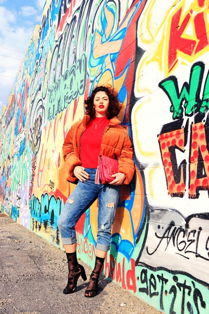 ay #vdayoutfits #datenight #streetwear #pufferjacket #jeans #socksandsandals #graffiti #chic #ootd #moda #trendsetter #trendy