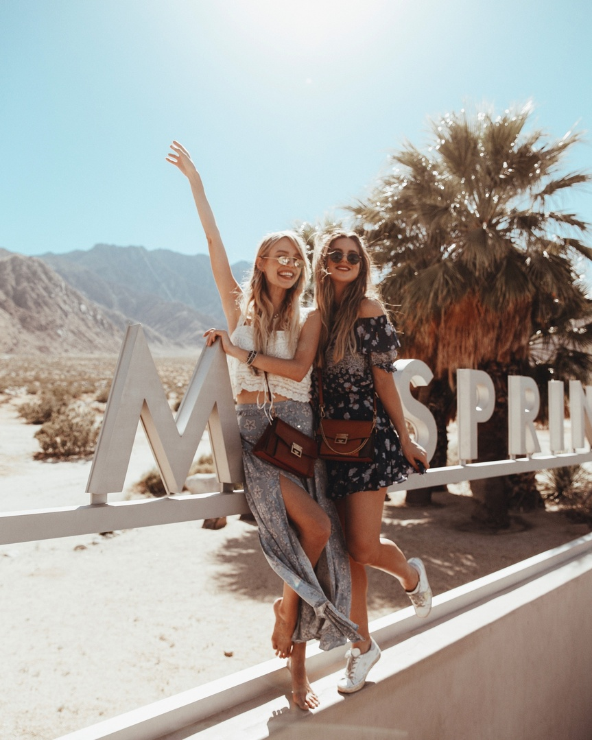 Who's heading to back to Palm Springs for Weekend 2?! Kinda jelly if you are! 😍 so many good memories that I could easily go again! #whatiwore #ootd #travelblog #travelblogger #blogger #pinterest #inspo #fashionblogger #blog #fashionblog #instablog #instafashion #outfitinspo #instastyle #ootdmagazine #igstyle #styleblogger #instagood #personalstyle #wiw #igfashion #hairinspo #ombre #coachella2018 #coachella #palmsprings