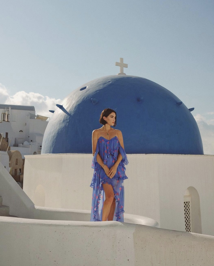 Can't get over this place 💙 #TravelOutfit #WeekendLook #WearToWork #SummerStyle #ShopStyle #shopthelook #BlackTieLooks #DateNight #OOTD #SpringStyle #greece #carolineconstas #offtheshoulder #bluedress #bluefloralprint