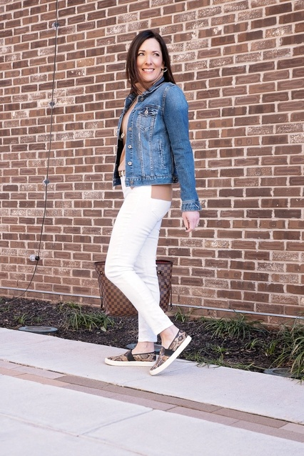 Ways to Wear a Camel Turtleneck style series, and this time I'm styling a casual look with slip-on sneakers and white jeans.