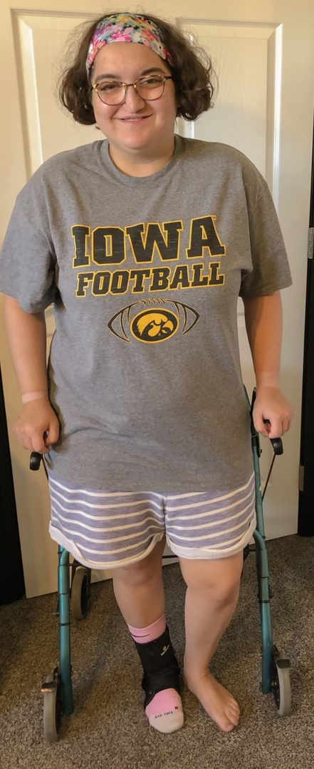 Look by Abby Hershberger featuring Nike Men Iowa Hawkeyes Legend Icon T-Shirt