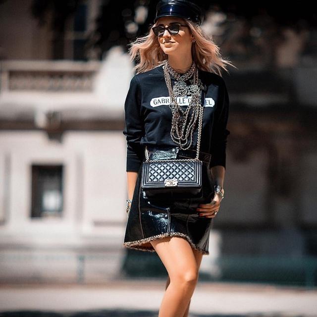 wearing #getthelook #todaysdetails #street #streetstyle #streetphotography #fashion #fashionweek #paris #haitecouture #chanel