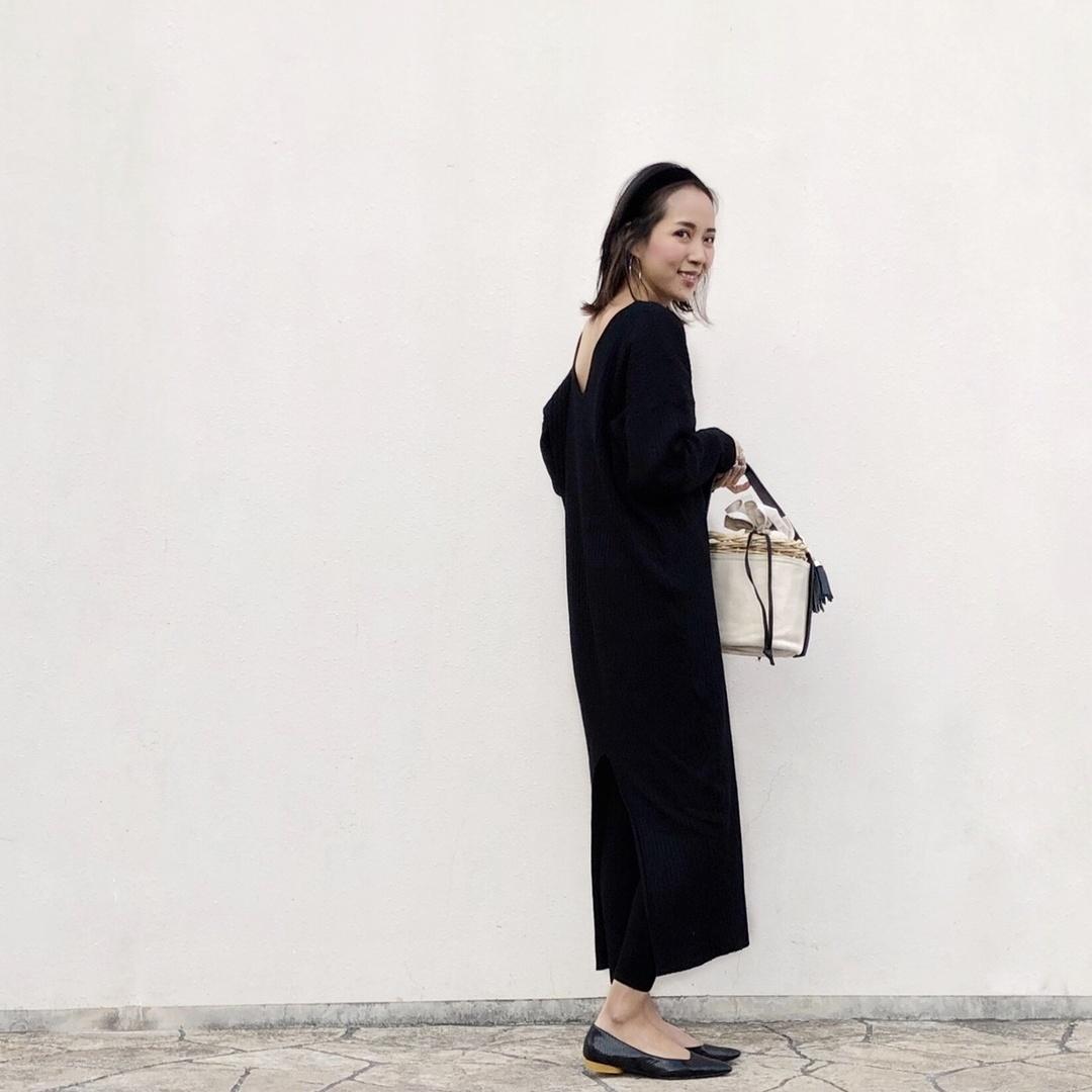 #knitdress #flatshoes #black #バックシャン #大人カジュアル #ワンピース #かごバッグ #リラックス #ラフ