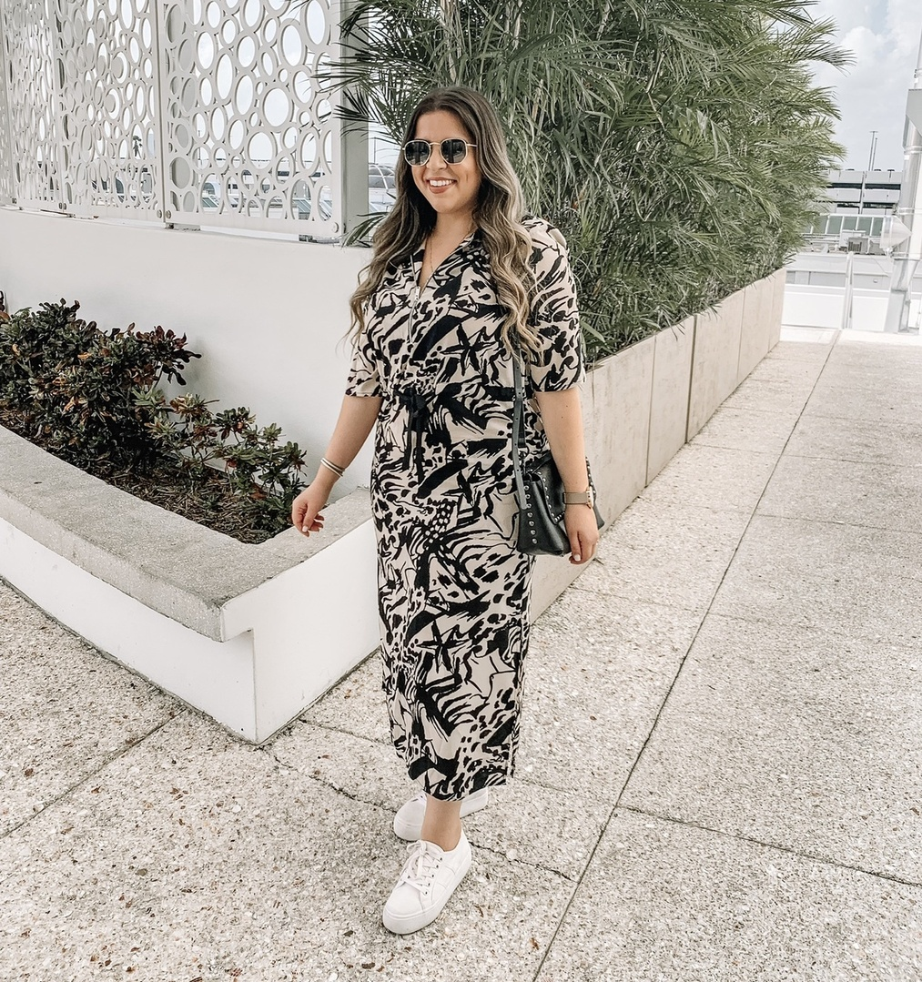 Currently living for neutral patterns because they are the easiest to transition into your fall wardrobe 🍁 (feels crazy just thinking that fall is right around the corner 😱 Am I right?!) But it's happening people! Fall is almost here 🎃 and now is the time to make sure that the items you are adding to your closet can be easily transitioned as the seasons change 😉 & this dress is the perfect example ✨ Perfect for the hot weather 🔥 but would also look AMAZING styled with a pair of booties and a motto jacket 😍 . Dress is from @Topshop (wearing the size 10, sized down from my usual 12) ✨ #ShopStyle #MyShopStyle #MyShopStyle #TrendToWatch