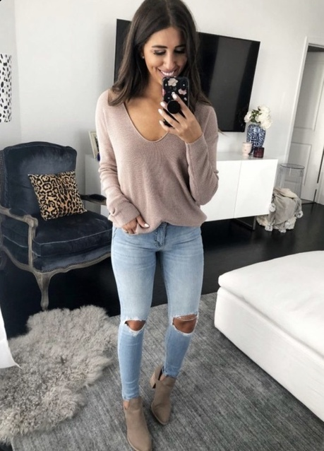 Loving this $17 V-neck sweater- shop now!!