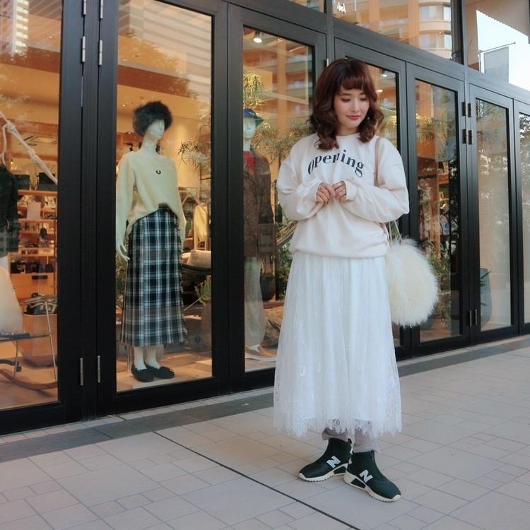 いつかの洋服♡ずっと欲しかったスニーカーをGET♡こういうスニーカーの黒が似合わなかったので、グリーンにしてみた♡ボリューム感のあるソールが可愛いよ♡ ∵ スカートとスニーカーは【Shop Style(@shopstylejp )】から購入しました♡コーデの詳細は、プロフィールのURLからチェックしてみてください♡ ∵ ∵ #ssjpブーツ #sscollectivejp #sslooksjp #shopstylejp #pr #ショップスタイル #ニューバランス #スニーカー #coordinate #ママコーデ #ママファッション #大人ファッション #30代コーデ #大人可愛い #ミヤマリ #vocest #vocemagazine #美容ブロガー #インフルエンサー #ヘアアレンジ #ママ #男の子ママ #おしゃれさんと繋がりたい #ルーファ #r_fashion #r_fashion_amb  #楽天room #reedit