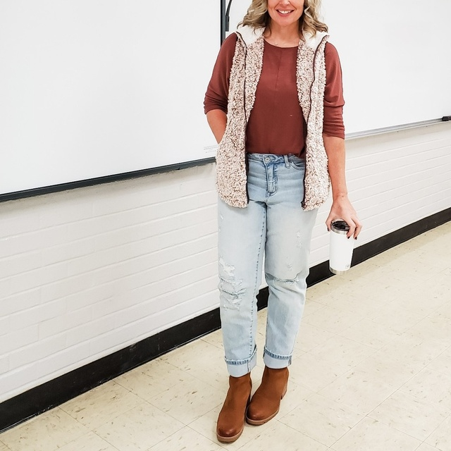 r #casual #fall #winter #sherpa #sherpavest #jeans #sweater  #ShopStyle #MyShopStyle #Winter #Petite #TrendToWatch #Lifestyle