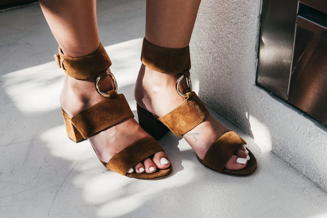 aquazurra sandal  #sandal #brownsandal #shoes #springstyle #currentlywearing #lookoftheday