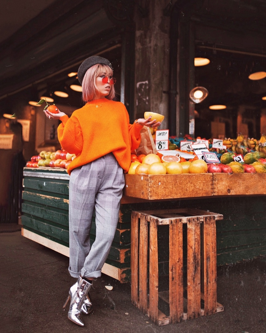 Need some fresh fruit from the market? 🍊Leave your fave fruit emoji and I will deliver to you via DMs 🧡😙 #ShopStyle #MyShopStyle #LooksChallenge #ContributingEditor #Winter #Lifestyle #Petite #TrendToWatch #neon #neoncolor #orange #Sweater #beret #coloredsunglasses #plaid #trousers #metallic #metallicboots #bootie #nastygal #hm #forever21 #plaidpants