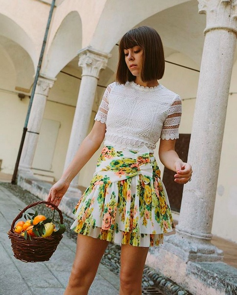 ves you a basket full of Chinottos & a lemmon you make Chinotto di Liguria by @acquadiparma_official 💛   #OOTD #TravelOutfit