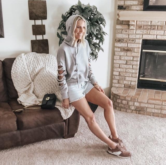 tdinspo #ootd #fashionblogger #minnesotablogger #fashioninspo #neutralstyle #hoodies #tennisshoes #discoverunder5k #minnesota