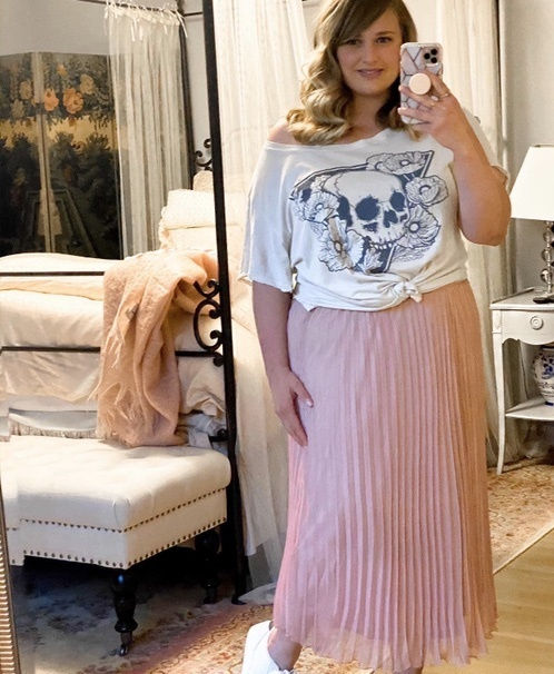 ere is another way to style this pink midi skirt! I love it with a graphic T-shirt and sneakers for a casual but cute look!