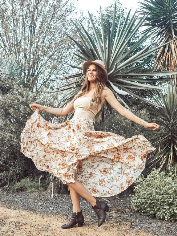 butingEditor #ShopStyle #MyShopStyle #TrendToWatch #maxiskirt #FallFashion #FallOutfit #FallWardrobe #FallSkirts #FloralSkirt