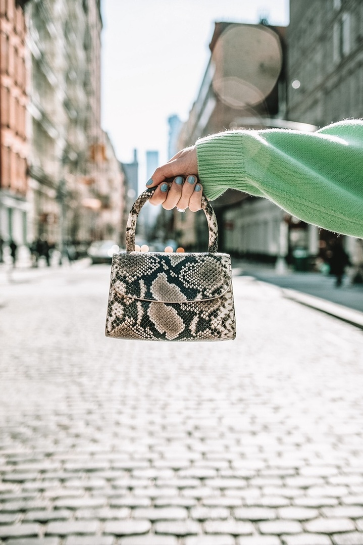 Yes, you've seen it right...handbags are shrinking! Mini bags are so on trend this season. Even though they don't fit a lot, they do make up it up in cuteness! I especially love this one with its bold snake skin print, it's a perfect neutral to add to your handbag collection.🐍 #ShopStyle #MyShopStyle #MyShopStyle #ContributingEditor #TrendToWatch