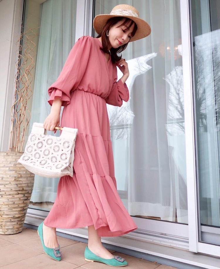 ・ ・ きれいめにも、カジュアルにも出来そうな 大人可愛いワンピース👗 ・ ・ このピンクがまた可愛い♡♡ 桜カラーにも見える☺️💕✨ ・
