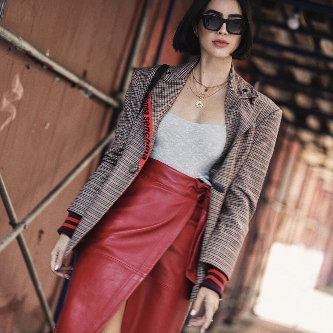 kendLook #TravelOutfit #shopthelook #MyShopStyle #DateNight #OOTD #SpringStyle #nyfw #valleyeyewear #bash #plaid #blazer #red