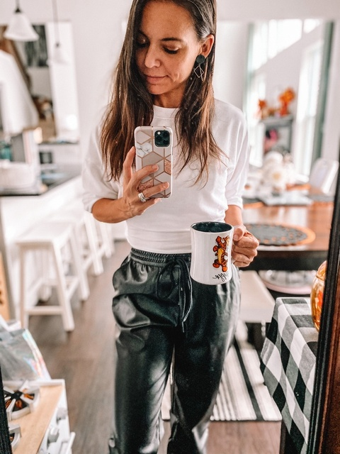 erjoggers #tiredbutcute #maythecoffeebewithyou #styleinspounder50 #daytonblogger #momstyle #cuteandcomfy #shopstylecollective