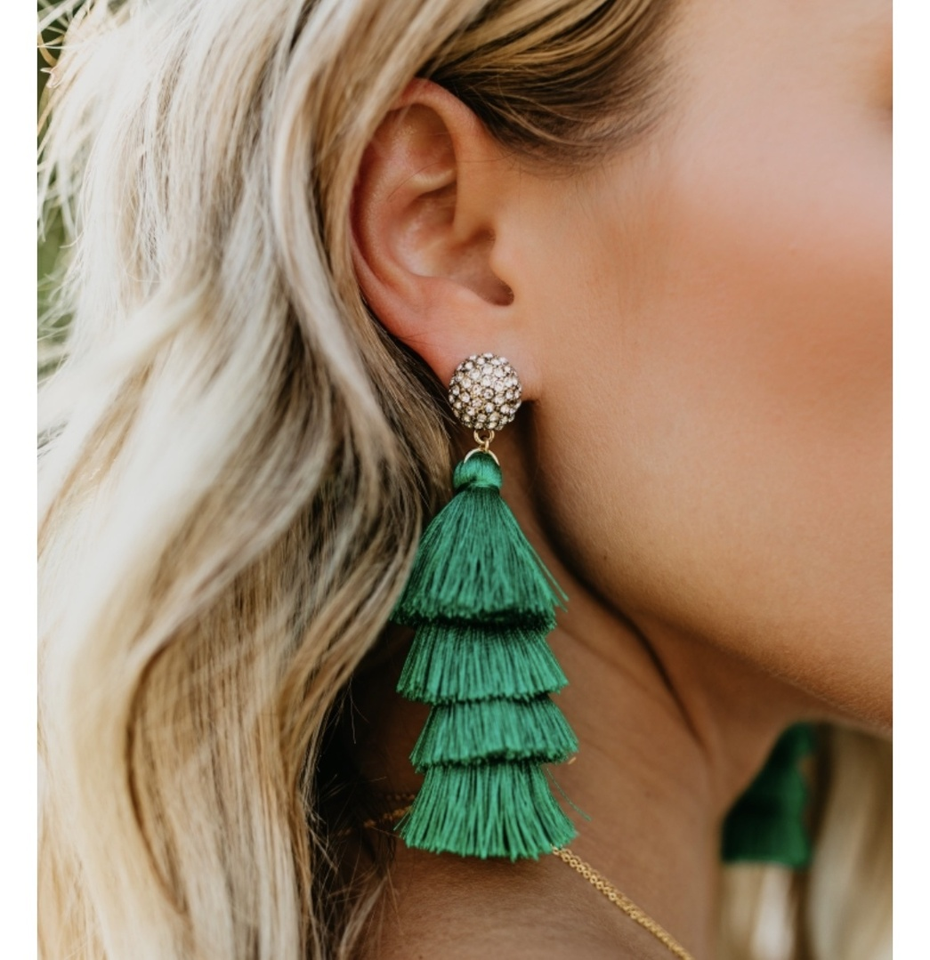The perfect tassel earring. The best part is they are actually lightweight and comfortable to wear ! They are the Samara Tassel earring from @vicidolls. I want everything on their site!!! I can't link to their site unfortunately. Prepare to put 25 things in your cart, it's all so cute ! #vicidolls #earrings #green #sunday #igfashion #ShopStyle #MyShopStyle #Party