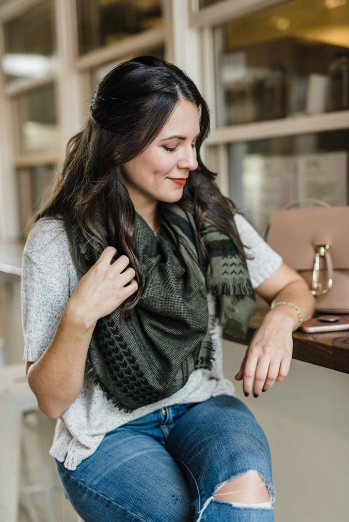 #AD One of my go to cold weather accessories that always adds the perfect amount of warmth is a great blanket scarf. A color I'm loving this season is hunter green, making this blanket scarf one of my FAVORITE accessories for cooler weather.  // PC: @hannahmichelle.photo