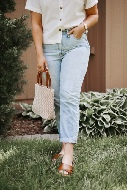Seriously my favorite jeans ever, you NEED these! The purse and top are thrifted but I've linked similar options below :)